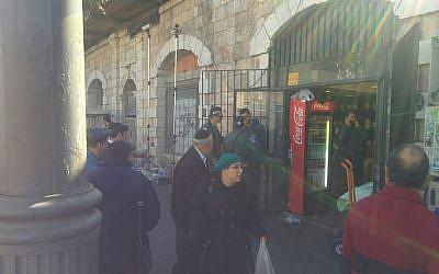 Police arrive to the scene of a stabbing attack near Jerusalem's Mahane Yehuda market on November 23, 2015. (Ilan Ben Zion)