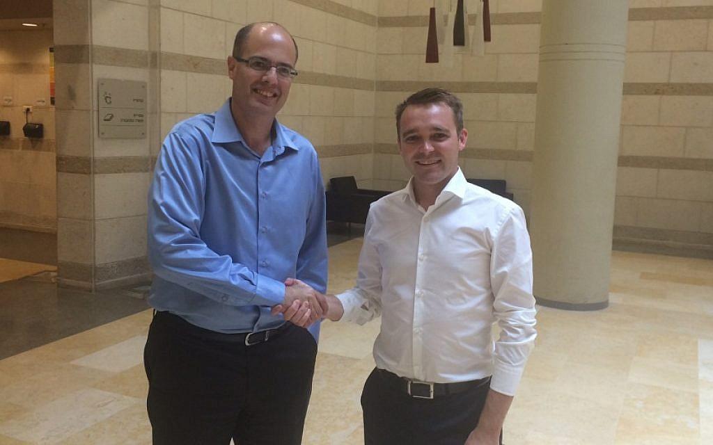 Israel's chief scientist Avi Hasson with Australian minister Wyatt Roy (Courtesy)