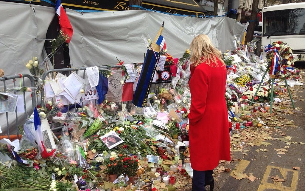 Sara Netanyahu pays tribute to victims of the Paris terror attack on Monday, November 30, 2015 (courtesy)