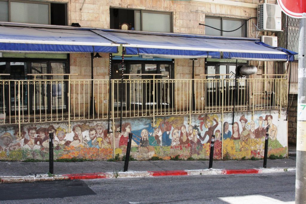 Murals at the coffee shop opposite MachneYuda restairant (Shmuel Bar-Am)