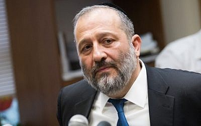 Shas chairman Aryeh Deri on November 02, 2015 (Miriam Alsterl/Flash90)