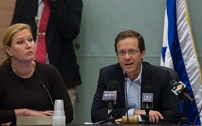 Zionist Union Member of Knesset Tzipi Livni (left) and Zionist Union Chairman Isaac Herzog (right) at a party meeting at the Knesset on November 2, 2015. (Miriam Alster/Flash90)