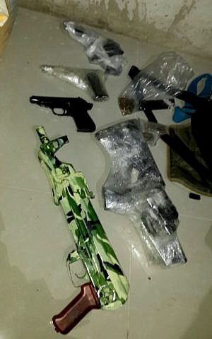 Firearms found by police during arrest of Israeli Arab man suspected of running an arms trafficking ring in the West Bank, November 19, 2015. (Israel Police)