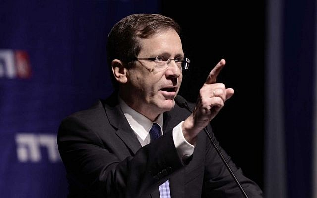 File: Zionist Union leader MK Isaac Herzog speaking at the faction's convention in Tel Aviv, November 8, 2015. (Tomer Neuberg/Flash90)
