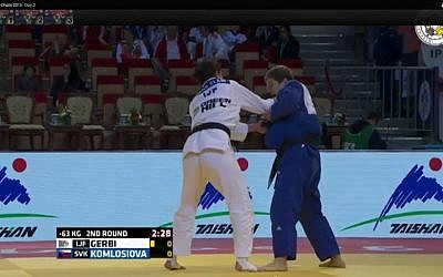 Israel's Yarden Gerbi (left) competes at the Abu Dhabi Judo Grand Slam wearing Internaitonal Judo Federation (IJF) uniform, in a tournament held on October 31 2015. (Screen capture YouTube)