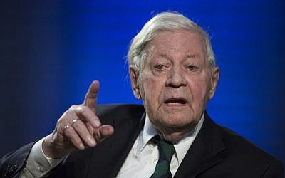 Former German Chancellor Helmut Schmidt speaking in Berlin on October 30, 2012. (Thomas Peter/AFP)