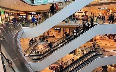 At the mall (Pixabay)