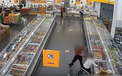 An image from security-camera footage showing Shlomo Pinto stabbing  supermarket worker Uri Razkan on October 13, 2015. (Israel Police)