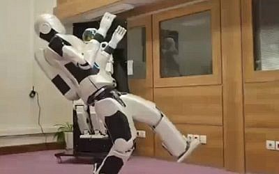 Iran's Surena III humanoid robot, unveiled in November 2015. (screen capture: YouTube)
