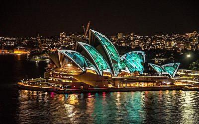 Sydney Harbor at noght (Pixabay)