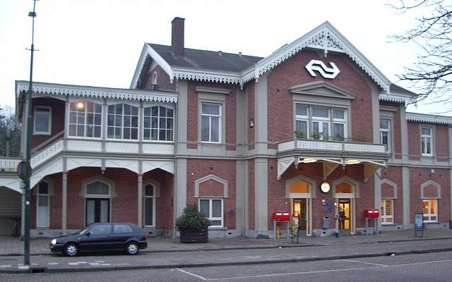 The railway station in Baarn, Netherlands. (CC BY-SA, Wikimedia)