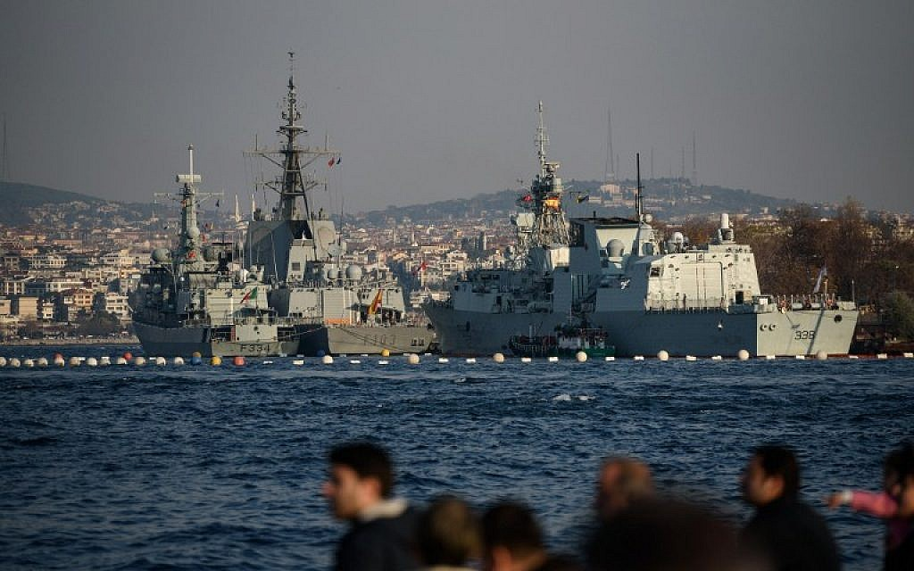 NATO frigates Sps Blas De Lezo of Spain (front r), Dom Francisco De Almeida of Portugal (front L) and HMCS Winnipeg of Canada (back) are docked at Sarayburnu port in Istanbul on December 6, 2015. (AFP / OZAN KOSE)