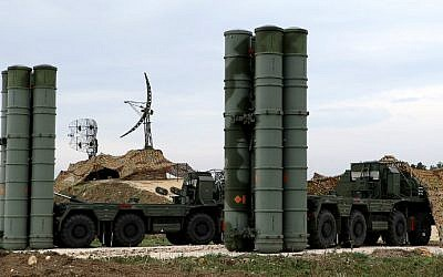 S-400 Triumf missile defense system at the Russian Hmeimin military base in Latakia province, in the northwest of Syria, on December 16, 2015. (Paul Gypteau/AFP)