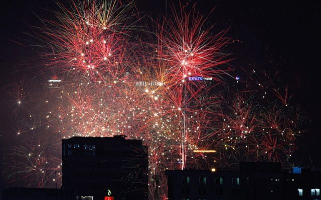 Fireworks fill the sky of downtown Jakarta during a countdown event to celebrate the New Year on January 1, 2016. (AFP / BAY ISMOYO)