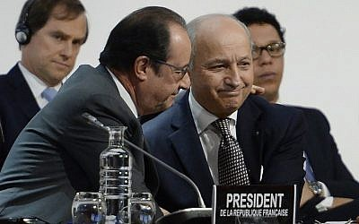 French Foreign Minister Laurent Fabius (R) is congratulated by French President Francois Hollande (L) after a statement at the COP21 Climate Conference in Le Bourget, north of Paris, on December 12, 2015. (AFP PHOTO/MIGUEL MEDINA)