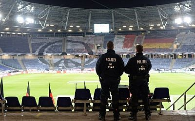 Policemen stand guard at the HDI Arena stadium after the friendly football match Germany vs the Netherlands was called off for security reasons in Hanover, central Germany, on November 17, 2015. (AFP / DPA / JULIAN STRATENSCHULTE)