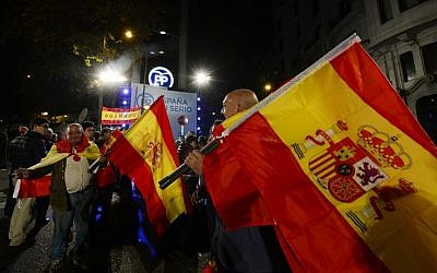 Popular Party (PP) supporters wave Spanish flags in front of the party's headquarters after the partial results of Spain's general elections in Madrid on December 20, 2015. (AFP/Jose Jordan)