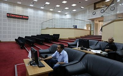 Syrian traders sit at the Syrian stock exchange in Damascus on September 21, 2015. (AFP/LOUAI BESHARA)