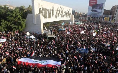 Iraqi protesters, most of them members of Shiite paramilitary forces, hold a demonstration to demand the withdrawal of Turkish forces from Iraq, in Baghdad's Tahrir Square, December 12, 2015. (AFP/Ahmad al-Rubaye)