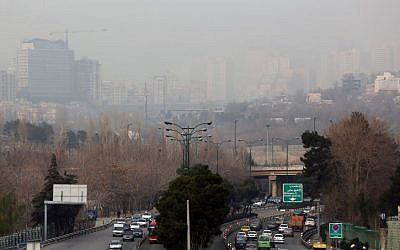 A general view taken from the west of Tehran shows the heavily polluted skyline of the Iranian capital, December 19, 2015. (AFP/Atta Kenare)