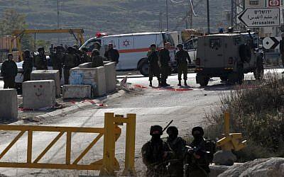 Illustrative: Israeli security forces in Hebron on December 24, 2015. (AFP Photo/Hazem Bader)