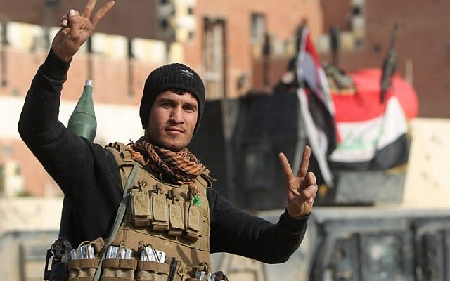 File: A member of Iraq's elite counterterrorism service flashes the 'V' for 'Victory' sign after Iraqi forces recaptured the city of Ramadi from the Islamic State, December 28, 2015. (AFP/Ahmad al-Rubaye)