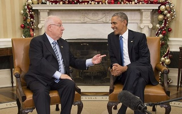 US President Barack Obama (right) talks with Israeli President Reuven Rivlin during a bilateral meeting at the White House in Washington, DC, December 9, 2015.  (AFP PHOTO/JIM WATSON)