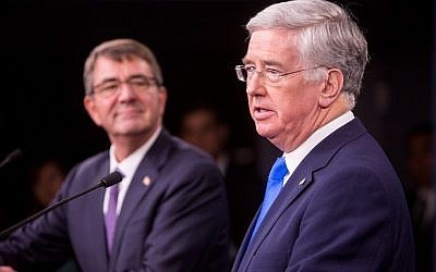 US Secretary of Defense Ash Carter, left, and British Secretary of State for Defense Michael Fallon hold a joint press conference at the Pentagon, on December 11, 2015 in Arlington, Virginia. (Allison Shelley/Getty Images/AFP)