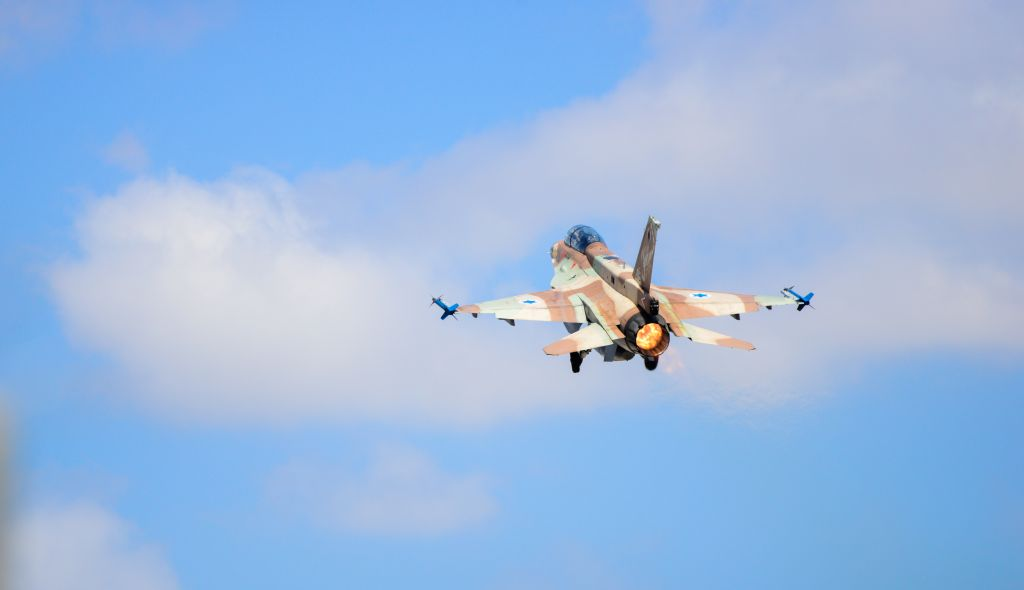 Israel fires missile at Syria, killing soldier