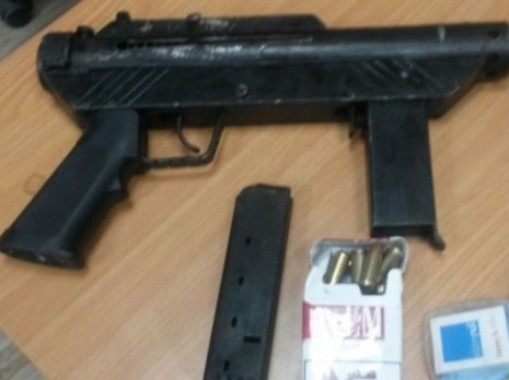 A Karl Gustav type machine gun sold to a police undercover agent who revealed a ring of criminals operating in the ultra-Orthodox Mea Shearim neighborhood of Jerusalem and in Ramat Beit Shemesh, an ultra-Orthodox offshoot of Beit Shemesh. (Israel Police)