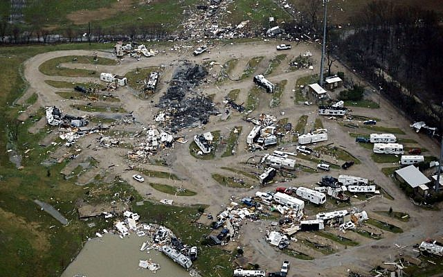 Damage is seen in a mobile home park after Saturday's tornado in Garland, Texas, Sunday, December 27, 2015. (Photo by G.J. McCarthy/The Dallas Morning News via AP)