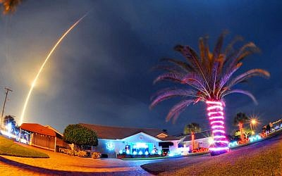 The SpaceX Falcon 9 rocket lifts off over Cocoa Beach, Fla., at Cape Canaveral Air Force Station, Monday, December 21, 2015 (Craig Rubadoux/Florida Today via AP)
