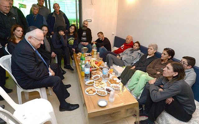 President Reuven Rivlin with the family of terror victim Ofer Ben-Ari (Mark Neyman/GPO)