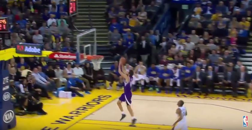 Screen capture from video of Israeli NBA player Omri Casspi scoring a career high during a game between the Sacramento Kings and the Golden State Warriors, December 28, 2015. (YouTube/HighlightsNBArulez)