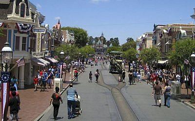 Disneyland (Wikipedia / Alfred A. Si)