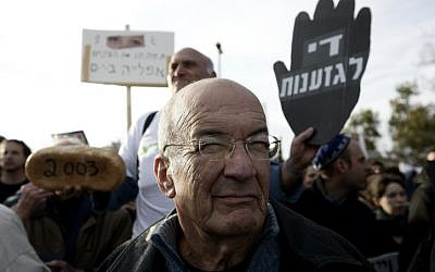 Yossi Sarid attends a protest against settlement activity in the Sheikh Jarrah neighborhood of East Jerusalem, January 22, 2010. (Photo by Abir Sultan/Flash 90)