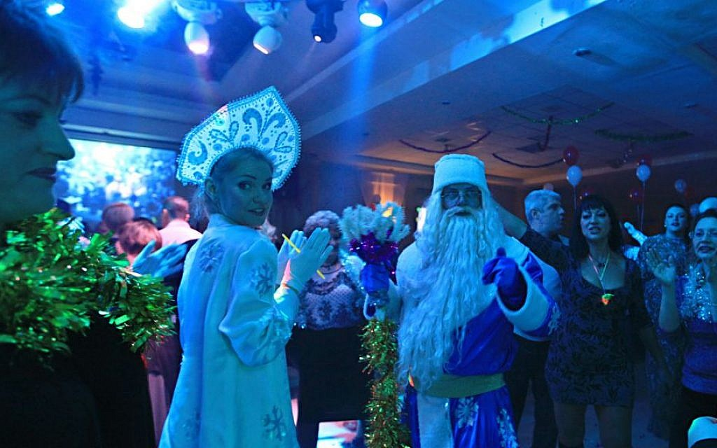 Russian immigrants in Ashdod celebrate Novy God with actors dressed as Grandfather Frost in 2015. (Drori Garti/Flash 90)