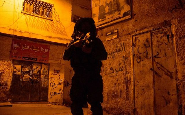 Israeli soldiers seen during searches in the West Bank city of Jenin, June 19, 2014. (IDF /Spokesperson/Flash90)