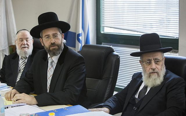 Chief Ashkenazi Rabbi David Lau (center) and Sephardi Chief Rabbi Yitzhak Yosef (right) attend a meeting of the Rabbinate Council in Jerusalem in November 2014. (Yonatan Sindel/Flash90)