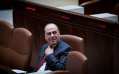Silvan Shalom in the Knesset on November 26, 2014. (Miriam Alster/FLASH90)