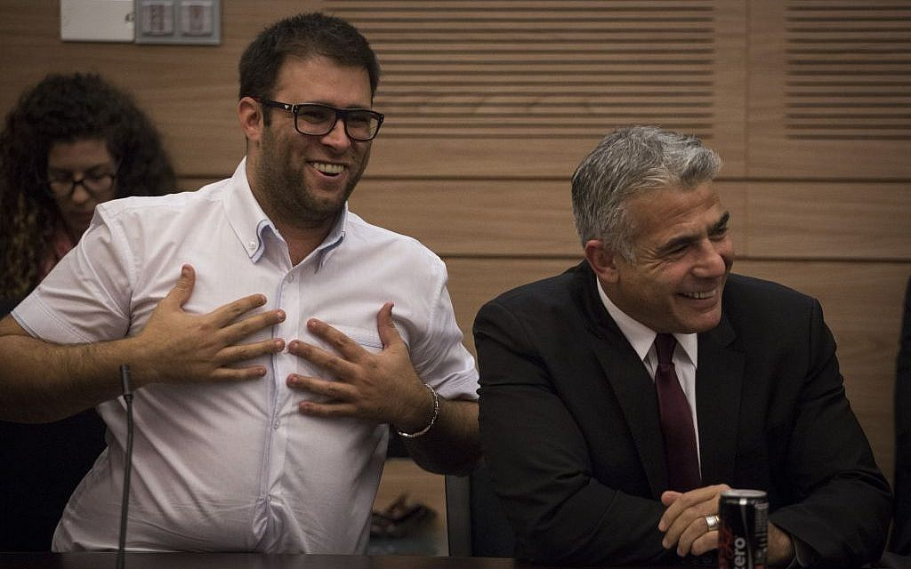 Oren Hazan and Yair Lapid at a Finance Committee meeting on November 18, 2015. (Hadas Parush/Flash90)