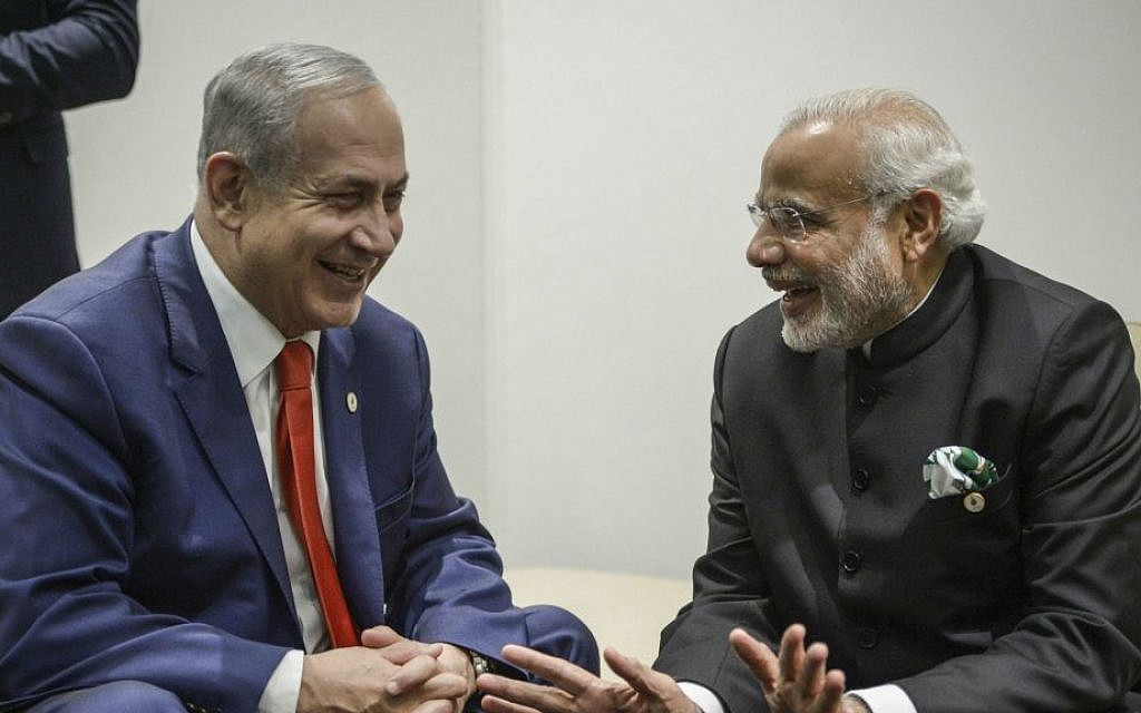 Prime Minister Benjamin Netanyahu meets with Indian Prime Minister Narendra Modi, left, during the COP21 UN Climate Change Conference, in Le Bourget, outside Paris on November 30, 2015. (Amos Ben Gershom/GPO)