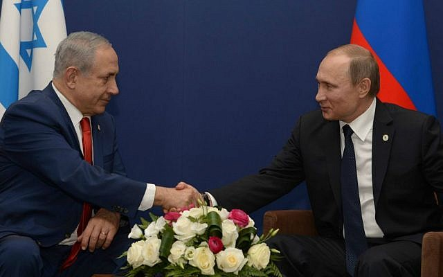 Prime Minister Benjamin Netanyahu meets with Russian President Vladimir Putin during the COP21 United Nations Climate Change Conference, in Le Bourget, outside Paris on November 30, 2015. (Amos Ben Gershom/GPO/Flash90)