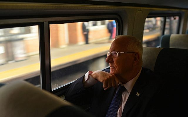 Israeli president Reuven Rivlin seen on the train from New York to Washington DC, on December 08, 2015.  (Kobi Gideon/GPO)