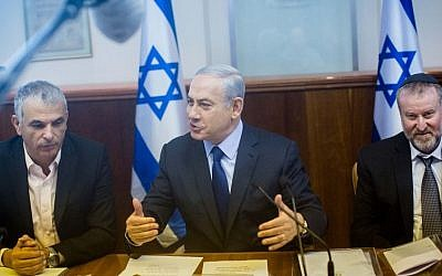 Prime Minister Benjamin Netanyahu (center) leads the weekly government conference, at the Prime Minister's Office in Jerusalem, December 13, 2015. (Yonatan Sindel/Flash90)