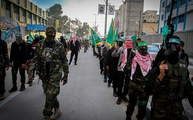 Palestinian youth supporting the Hamas movement take part in a rally marking the 28th anniversary of Hamas' founding, in Rafah, southern Gaza strip, December 14, 2015. (Abed Rahim Khatib/FLASH90)