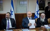 Shas leader Aryeh Deri (left), Prime Minister Benjamin Netanyahu (center) and Health Minister Yaakov Litzman  at the weekly cabinet meeting in the Prime Minister's Office, Jerusalem, December 20, 2015. (Yonatan Sindel/Flash90)