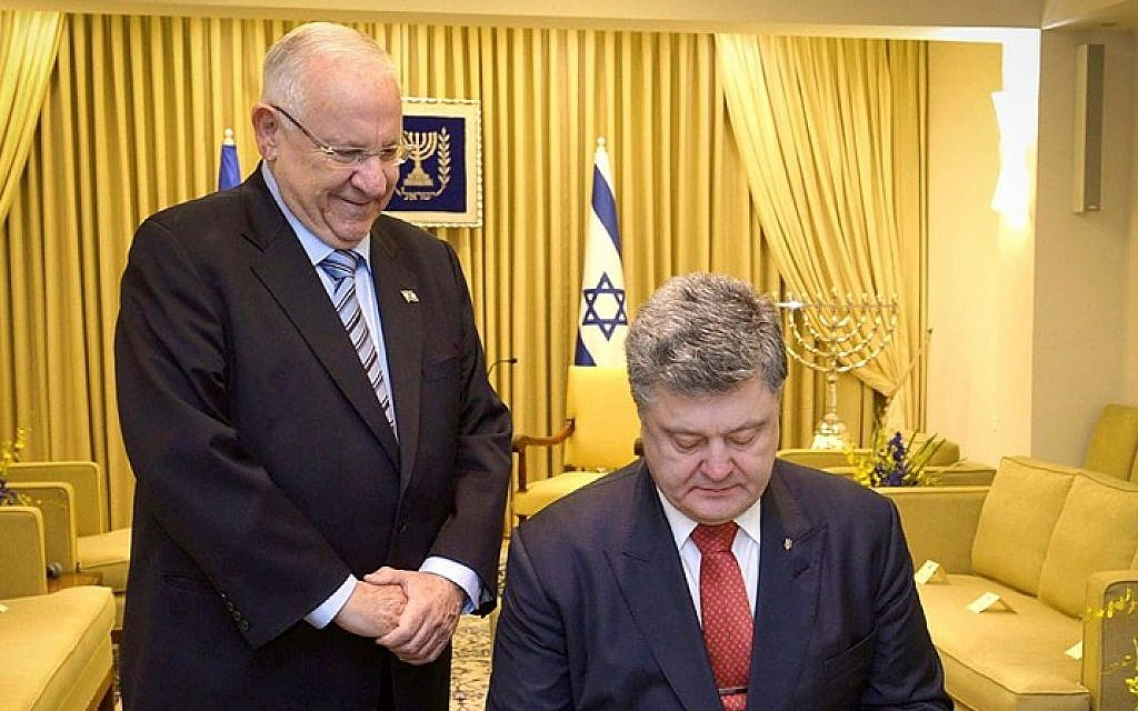 President Reuven Rivlin meets with his Ukrainian counterpart Petro Poroshenko, at the president's residence in Jerusalem on December 22, 2015. (Mark Neyman/GPO)