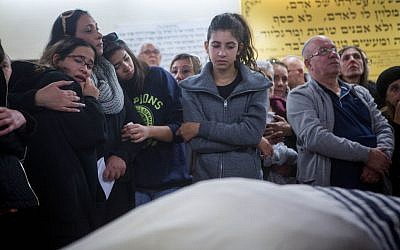Friends and family attend the funeral of 46-year old Ofer Ben Ari, Jerusalem December 24, 2015. (Miriam Alster/FLASH90)