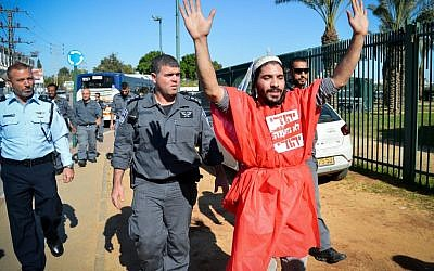 A right-wing Jewish activist protests outside a court hearing in Petah Tikva, December 28, 2015, on the matter of the Jewish youths arrested for involvement in an arson attack in the West Bank village of Duma, earlier this summer, in which three members of the Dawabshe family were killed. (Photo by Flash90)